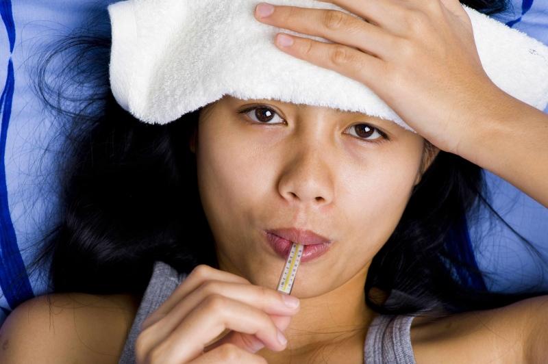 哺乳期发烧能给宝宝喂母乳吗哺乳期发烧怎么办