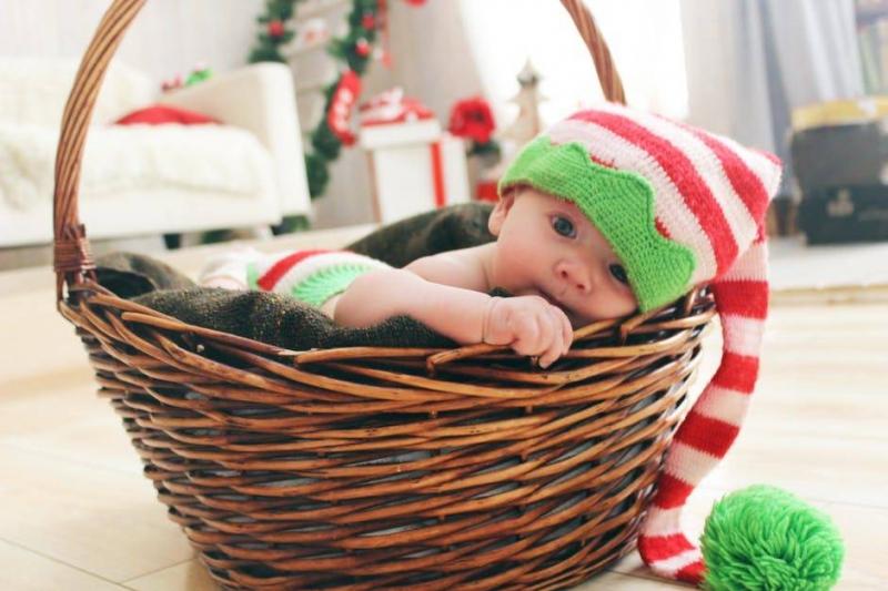 2个月宝宝吃手怎么回事2个月宝宝吃手如何解决